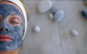 Маска для лица с голубой глиной