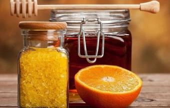 Мед с солью - против прыщей и жирности лица