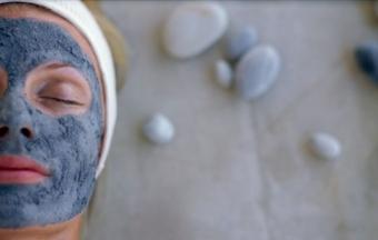 Маски с голубой глиной для здорового вида лица